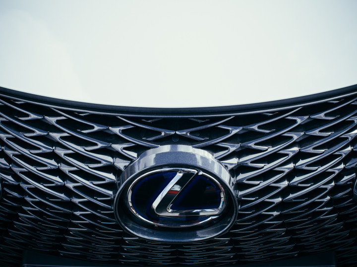 Grelha forntal Lexus UX