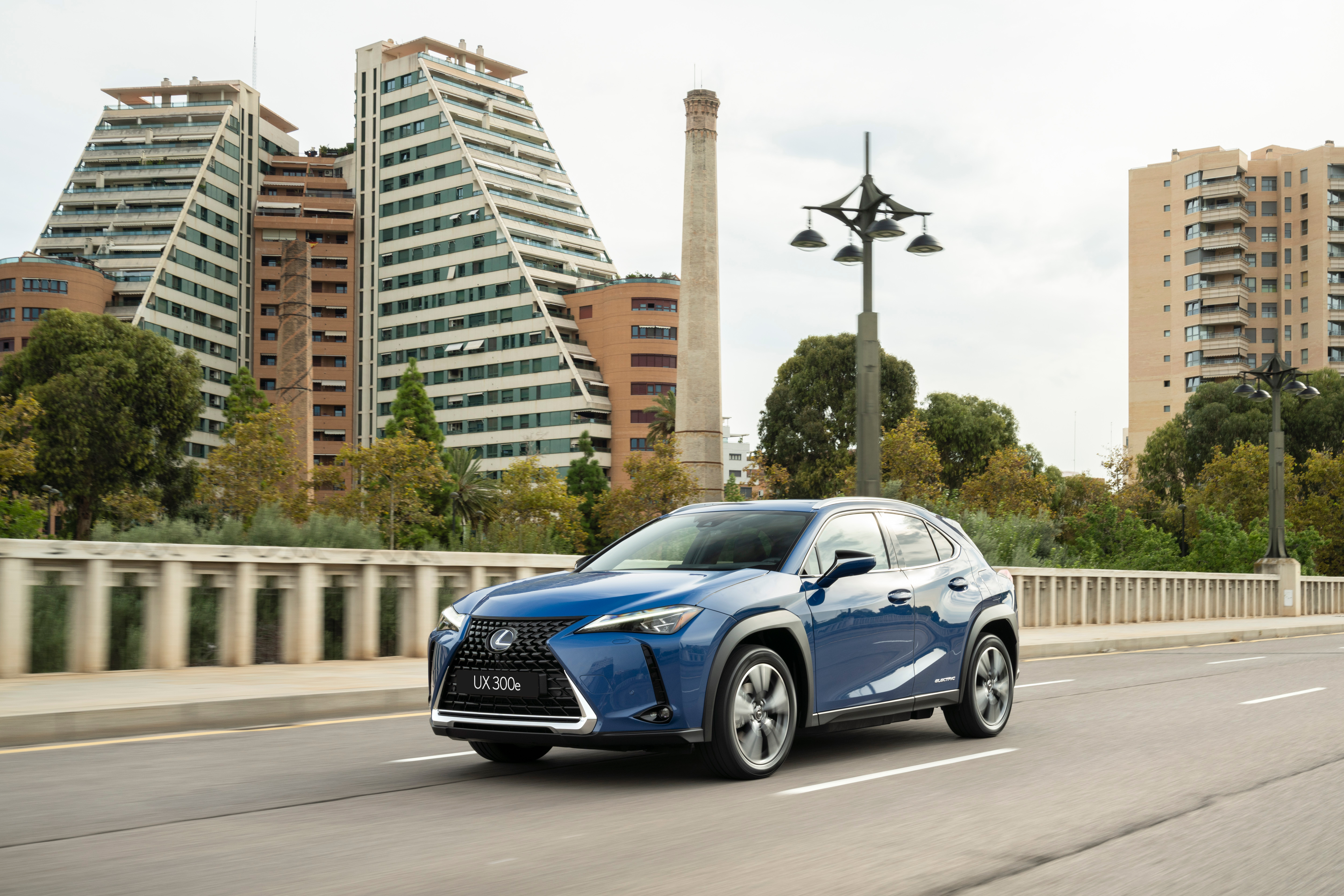 Uma condução defensiva é recomendada para garantir viagens seguras para todos os ocupantes do seu Lexus.