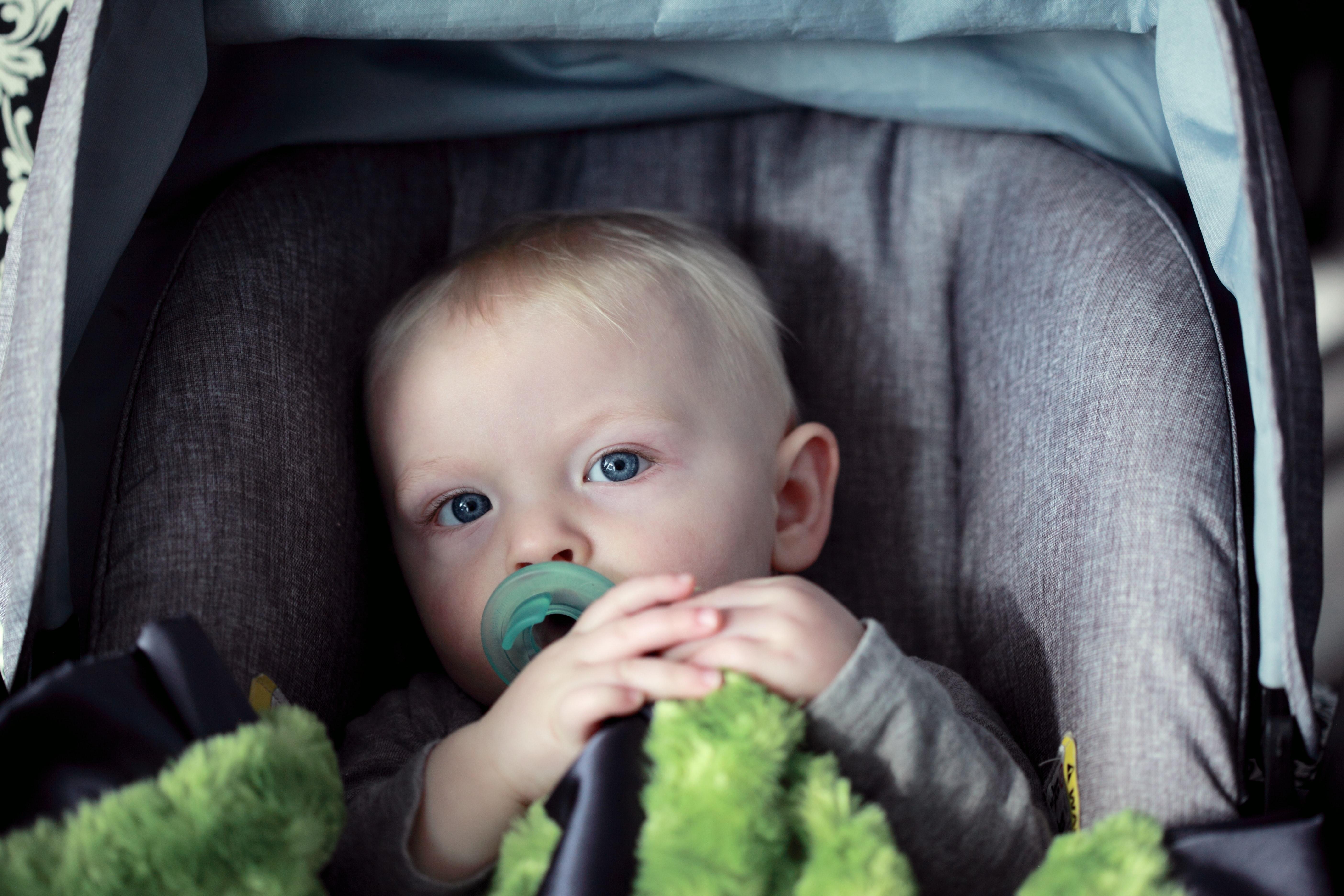 Cadeirinha para bebés no carro