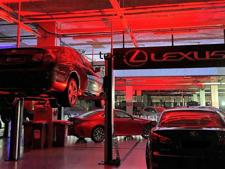 Gio Rodrigues faz desfile de moda nas Oficinas Lexus da Caetano Auto